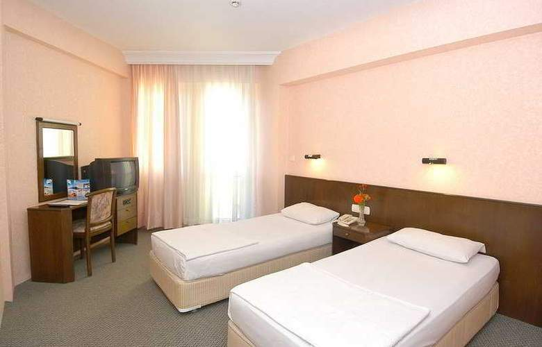 Remi Hotel - Room - 5