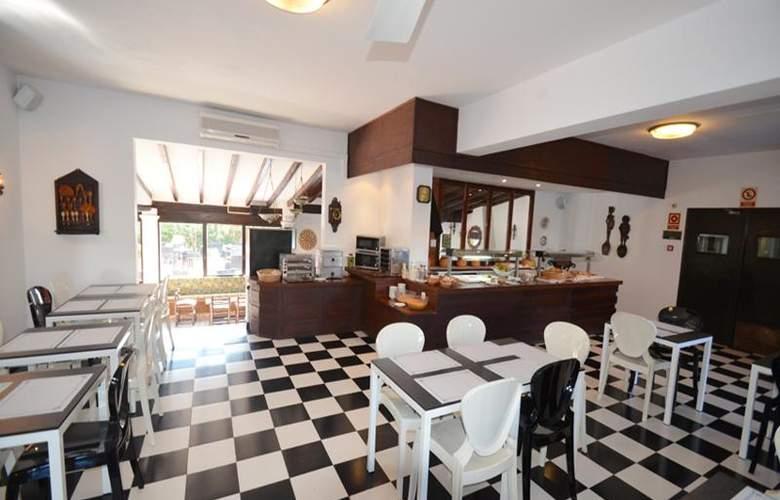 Azuline Hotel Galfi - Restaurant - 26