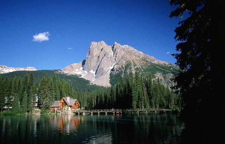 Emerald Lake Lodge - Hotel - 0