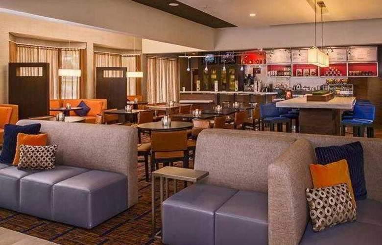 Courtyard Richmond West - Hotel - 17