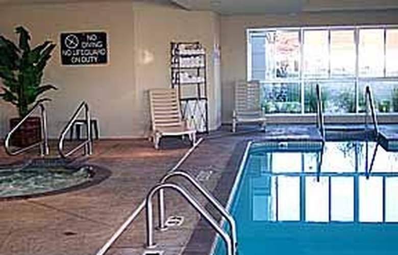 Comfort Suites Central/I-44 - Pool - 5