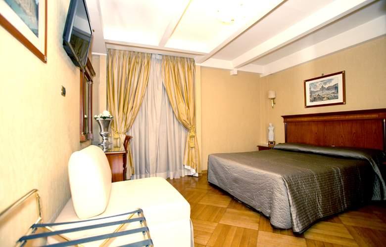 Hotel 2000 Roma - Room - 0
