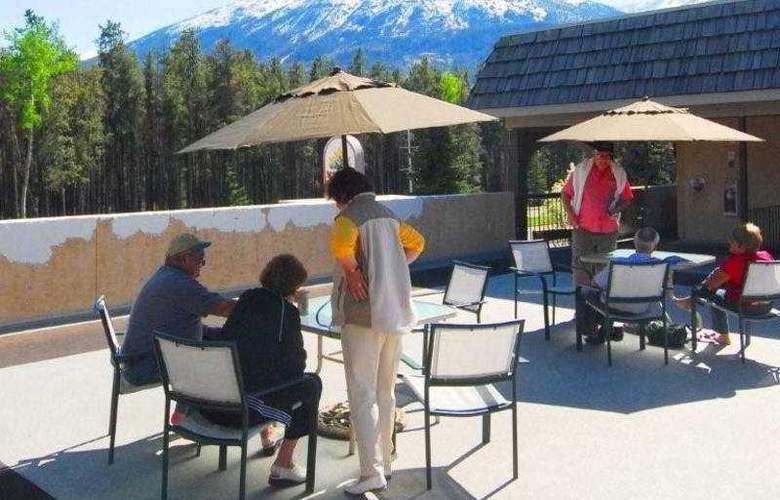 Maligne Lodge - Terrace - 9
