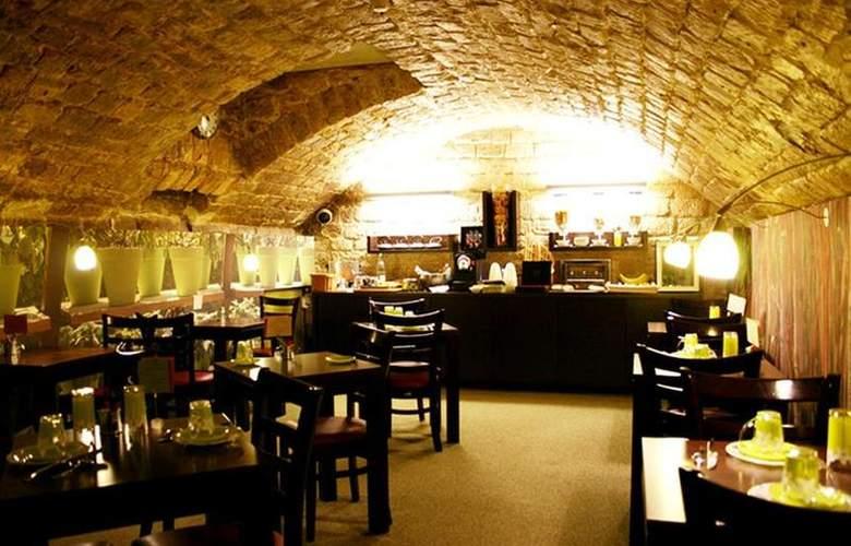 Best Western Littéraire Arthur Rimbaud - Restaurant - 47