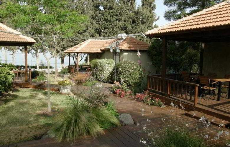 Kibbutz Country Lodging Golan Rooms - Hotel - 0