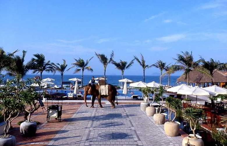 Victoria Hoi An Beach Resort & Spa - Pool - 2