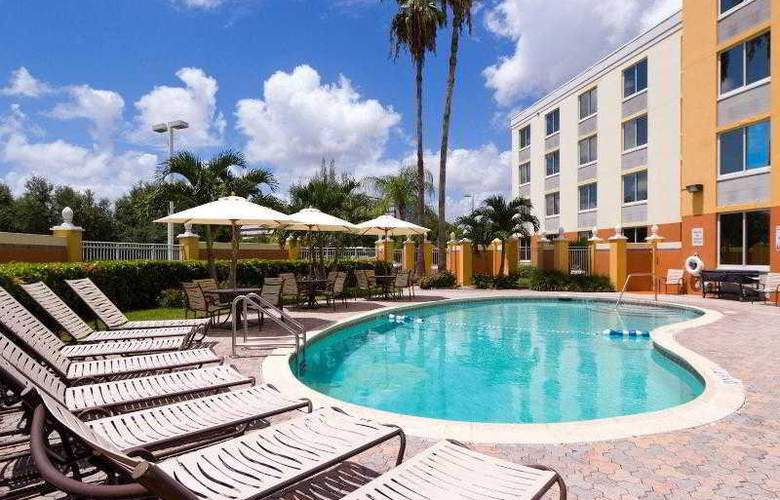 Holiday Inn Express West Doral Miami Airport - Pool - 35