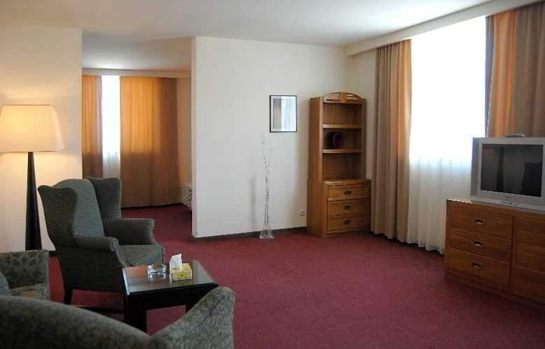 Regineh Hotel - Room - 8