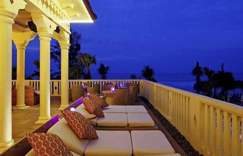 Centara Grand Beach Resort Phuket - Bar - 35
