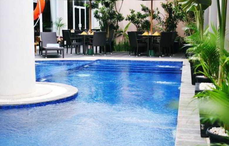Grand Tjokro Yogyakarta - Pool - 22