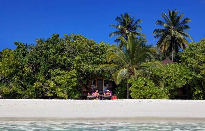 Komandoo Maldive Island Resort - Beach - 18