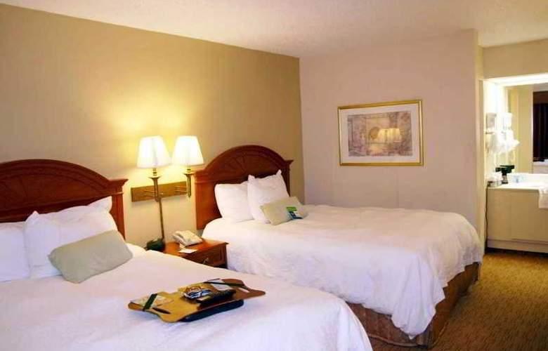 Hampton Inn Chattanooga Airport - Room - 8
