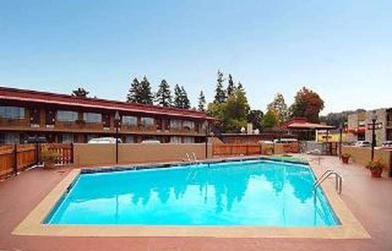 Rodeway Inn At Portland Airport - Pool - 6