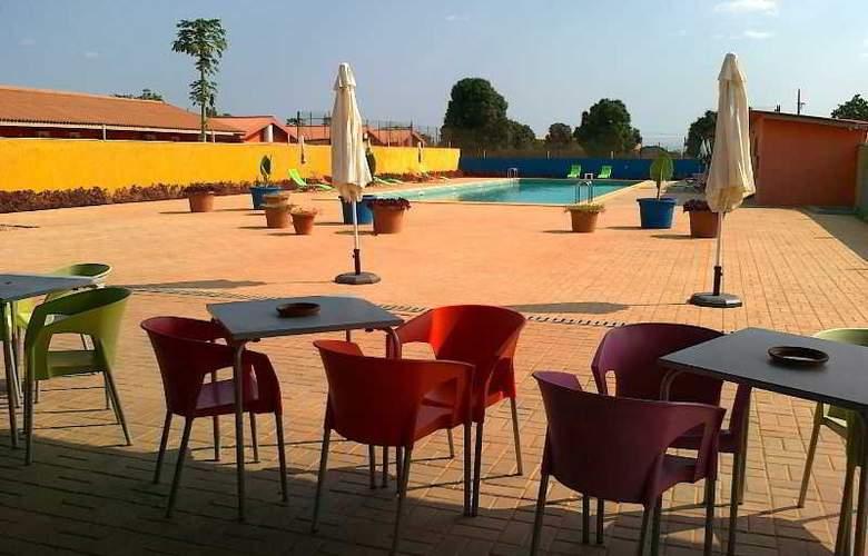 Viana Hotel - Pool - 7