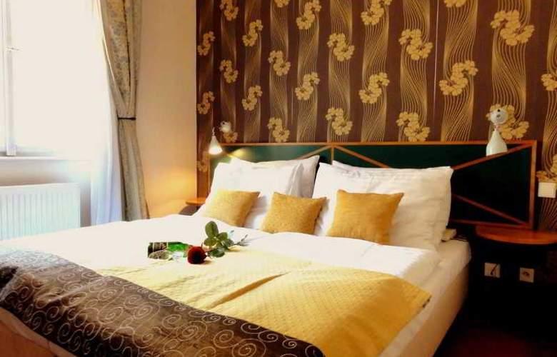 Hotel Res. Mala Strana - Room - 2