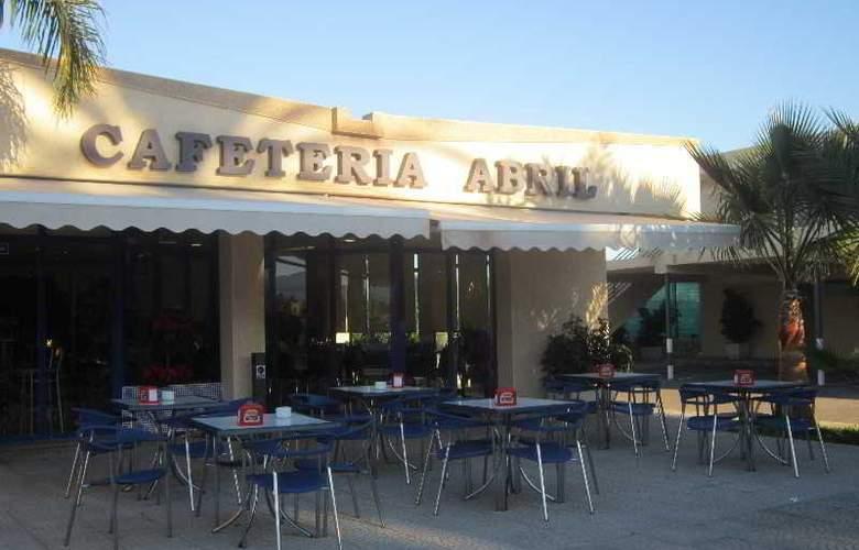 Hotel Residencia Abril - Bar - 3