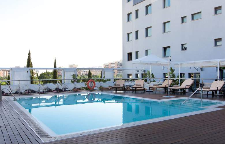 Sevilla Center - Pool - 3