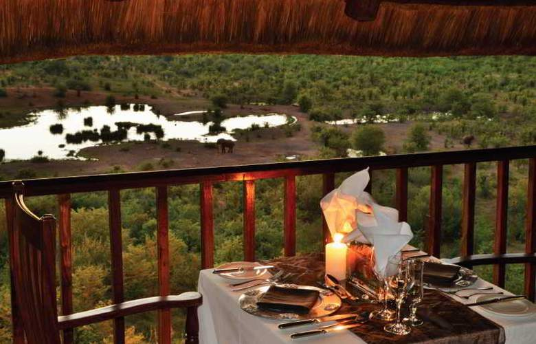 Victoria Falls Safari Club - Restaurant - 15