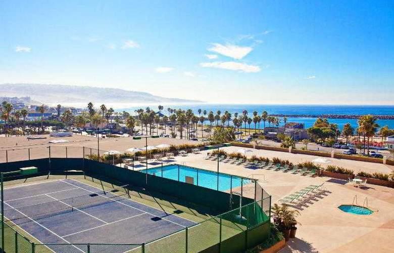 Crowne Plaza Redondo Beach - Pool - 2
