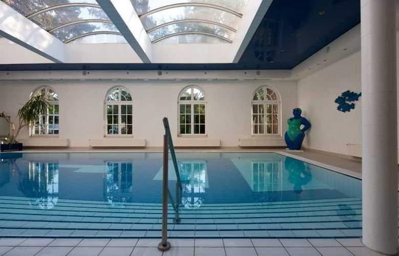 Tryp by Wyndham Ahlbeck Strandhotel - Pool - 4