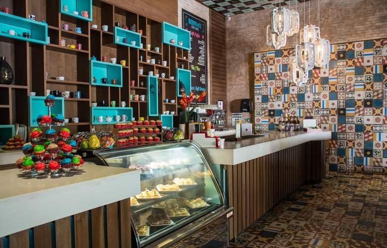 Sandos Playacar Beach Experience Resort - Bar - 8