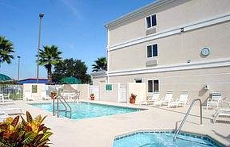 Comfort Inn Plant City - Lakeland - Pool - 4