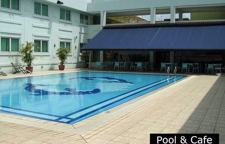 Hotel 81 - Tristar - Pool - 7