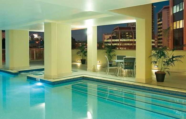 Oaks Lexicon Apartments - Pool - 2