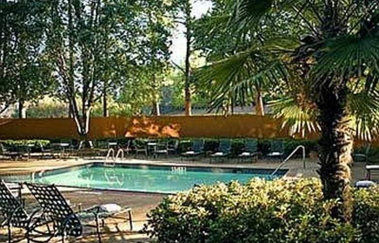 Sheraton Gateway Hotel Atlanta Airport - Pool - 5