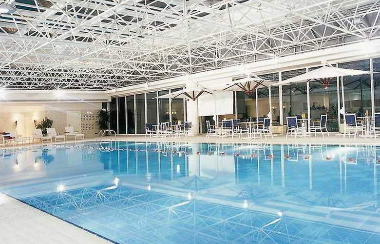 Movenpick - Pool - 1