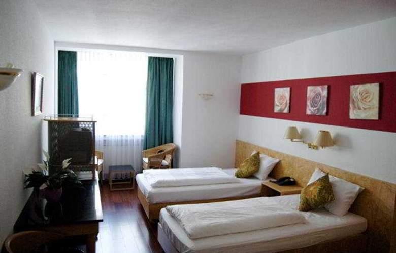Batavia - Room - 2