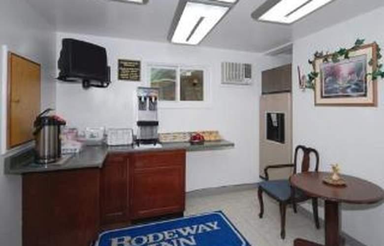 Rodeway Inn - General - 3
