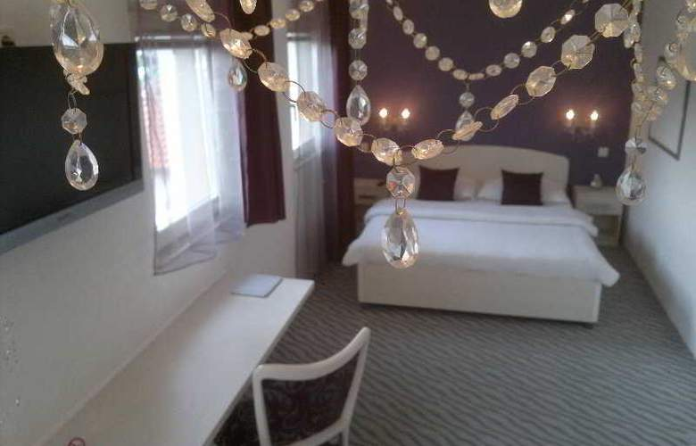 Shangri La Mansion - Room - 12