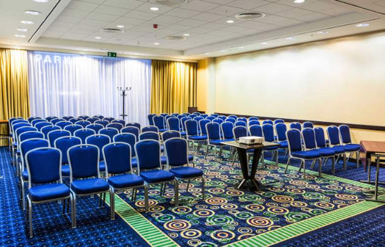 Courtyard by Marriott Prague City - Conference - 4