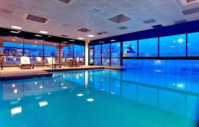 Holiday Inn Express Flagstaff - Pool - 17