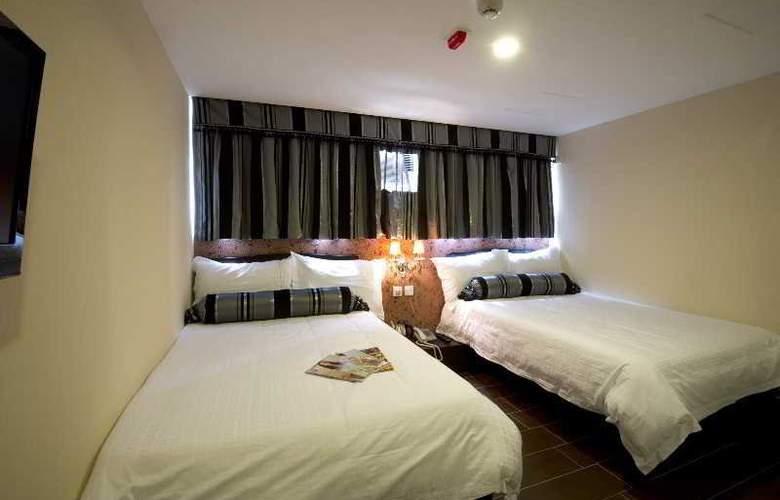 California Hotel - Room - 9