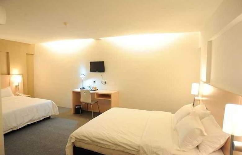 Super 8 Hotels - Room - 6