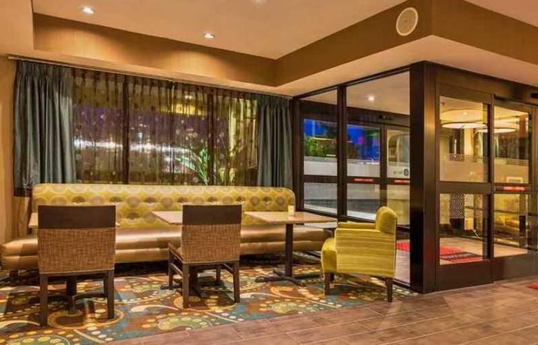 Hampton Inn Bakersfield-Central - Hotel - 5