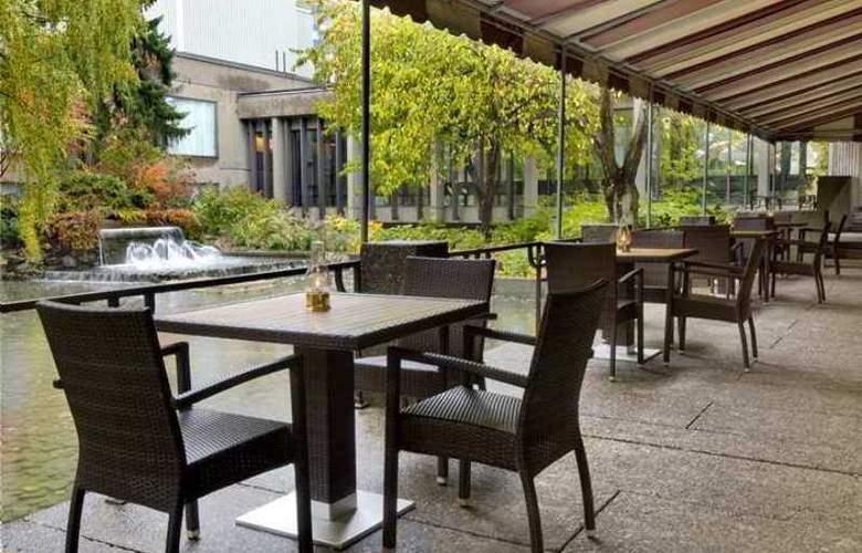 Hilton Montreal Bonaventure - Terrace - 20