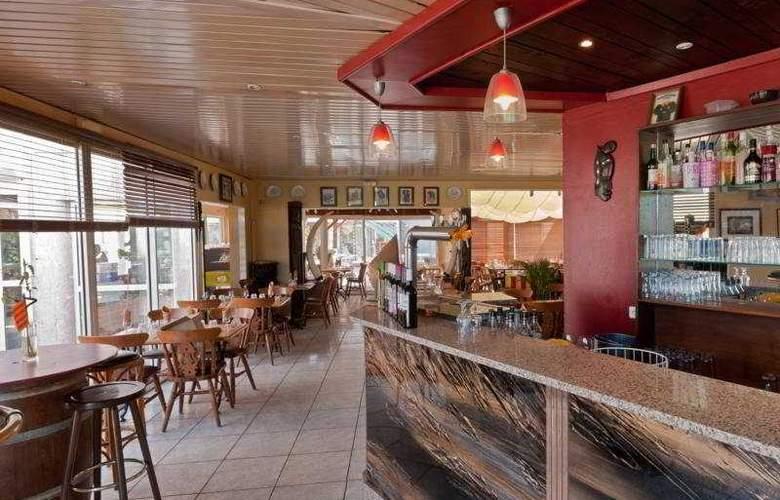 Malibu Village - Bar - 10