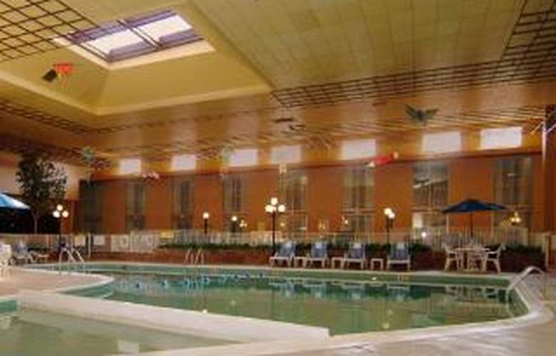 Clarion Hotel Conference Center - Pool - 5