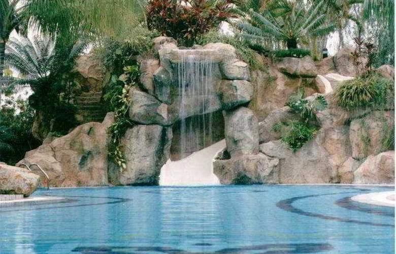 Riverview Hotel Bandar Seri Begawan - Pool - 2