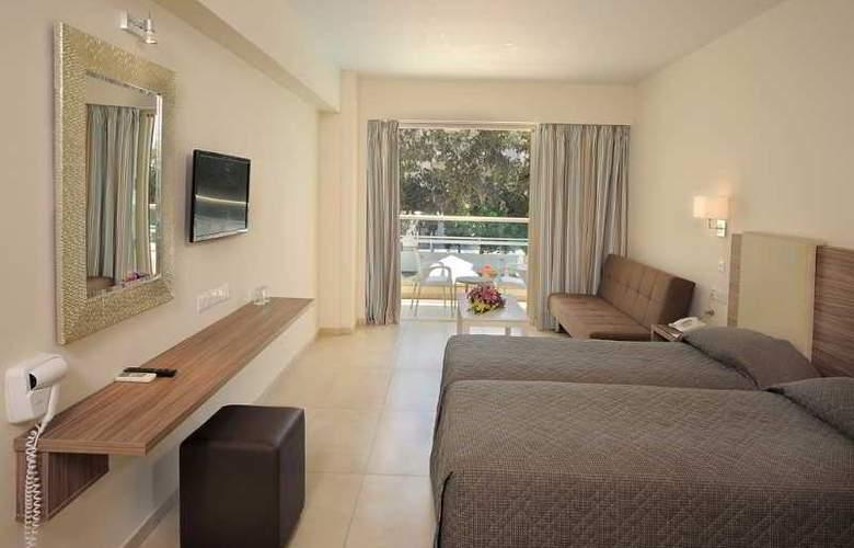 Nelia Gardens - Room - 16