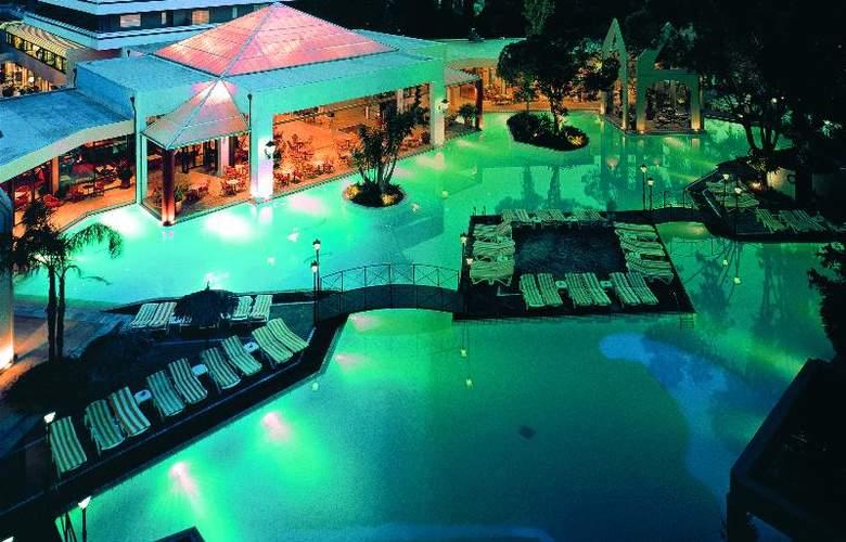 Dionysos - Pool - 18