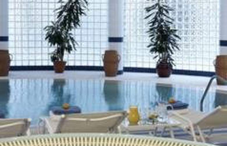 Athenee Palace Hilton Bucharest - Pool - 4