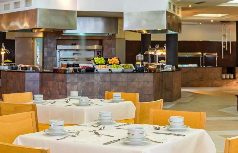 Iberostar Club Cala Barca - Restaurant - 23