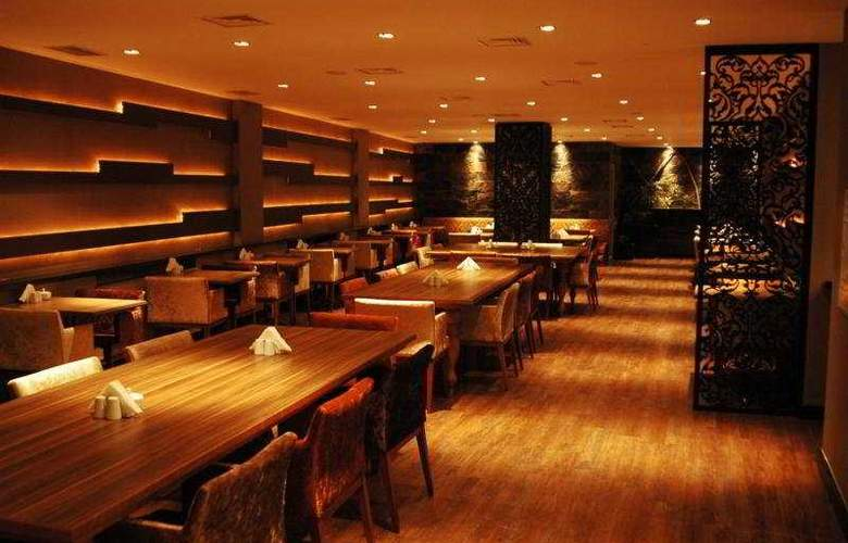 Carlton - Restaurant - 11