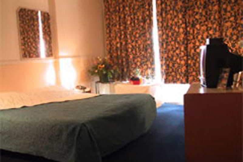 Delta Hotel - Room - 2